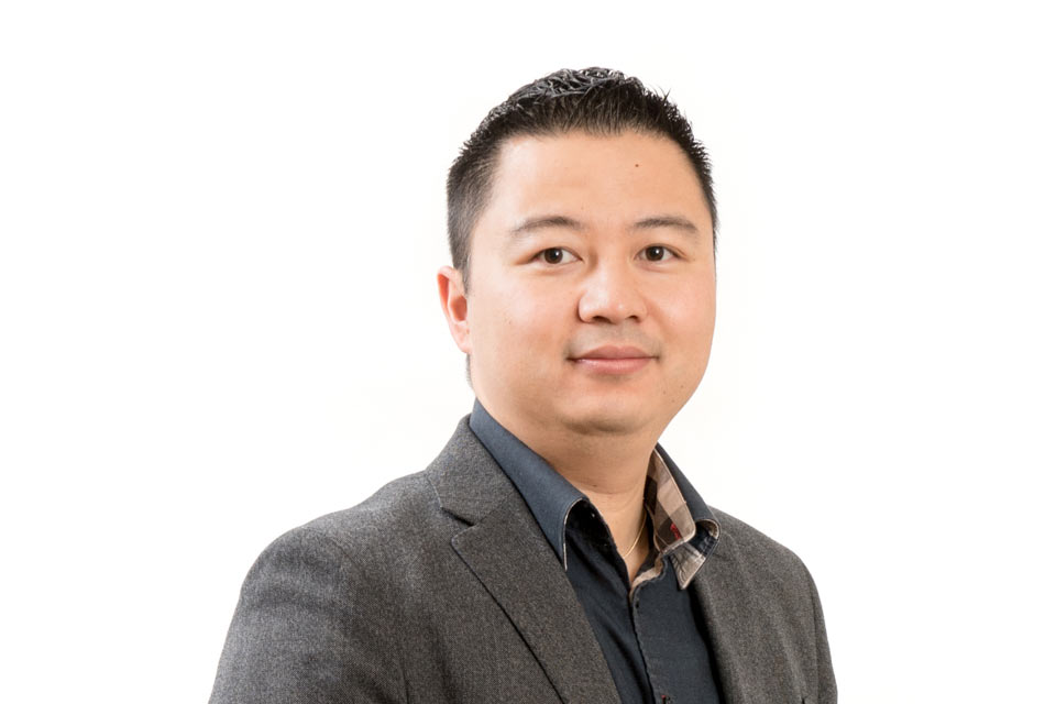 Portrait of Dr. Ngan Huynh, General and Cosmetic dentist in Victoria, BC